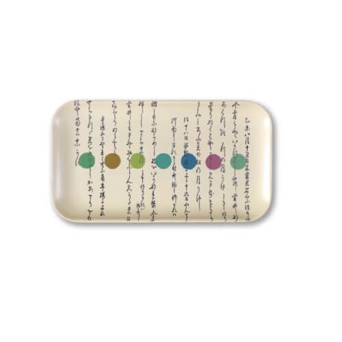 Le texte est un poème japonais « Les fleurs et la Lune » (1836) dont le seul titre est un ravissement. Sept nuances pastel s'égrènent comme des points de suspension.