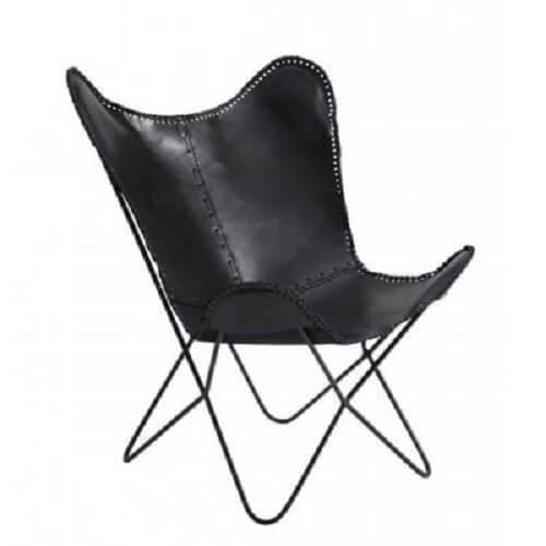 La chaise papillon en cuir noir est le parfaite siège confortable et design. Sa structure en acier de couleur noire est solide et résistante. Cette chaise papillon accentuera le style vintage industriel de votre salon. Élégant et simple, le fauteuil en cuir noir le plus tendance.
