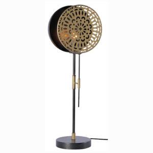 """On adore le look vintage de cette lampe à poser """"Flower"""" en laiton et métal noir. L'ampoule est positionnée entre deux cercles en laiton dont un ajouré à motif """"fleurs"""" (diamètre du rond 22cm, hauteur de la lampe : 68cm)"""